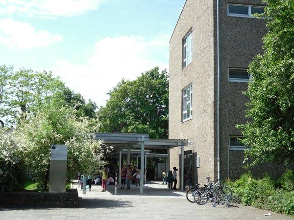 Bild vom Schuleingang